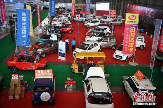 资料图:新能源汽车展。 <a target='_blank' href='http://www.chinanews.com/'>中新社</a>记者 刘冉阳 摄