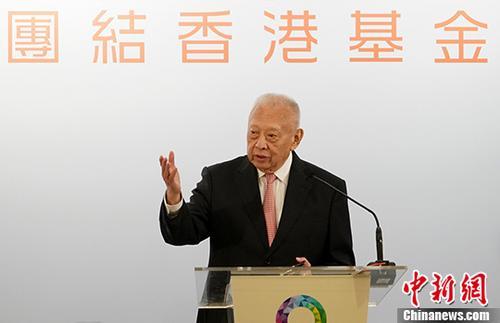 """8月7日,全国政协副主席、团结香港基金主席董建华出席团结香港基金午餐会。他在致辞时外示,林郑月娥领导风格亲民、务实和挺进,辛勤开展与各界对话,添强与腹地融相符,受普及市民声援。他憧憬香港特区当局进一步改善社会民生,赢取更众声援,终极打造一个""""有为""""的香港。 中新社记者 张炜 摄"""