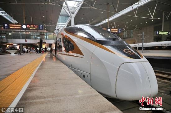 资料图:复兴号动车组将在京津城际铁路按照350时速达速运行。 秦然 摄 图片来源:视觉中国