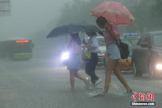 中央气象台发布暴雨蓝色预警 局地有特大暴雨