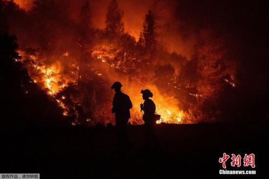 据美国CNN报道,最近一段时间,加州山火频发。目前为止共有18处主要山火仍在等待扑灭。