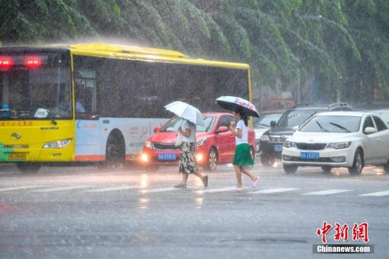 热带低压致海南普降暴雨 多地交通受影响江河水涨
