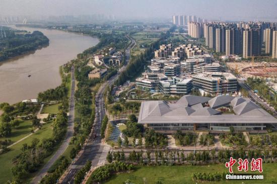 8月9日,航拍南京江心洲新加坡・南京生态科技岛。 中新社记者 泱波 摄