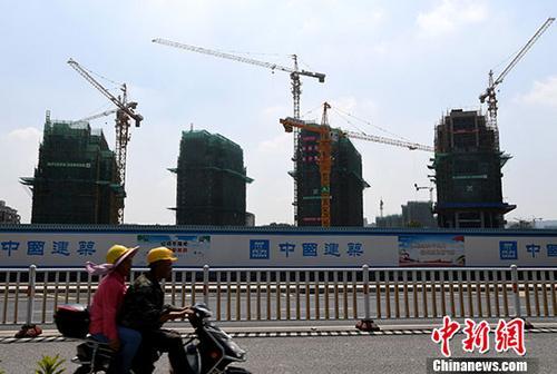 资料图:正在建设中的房地产楼盘。 中新社记者 张斌 摄