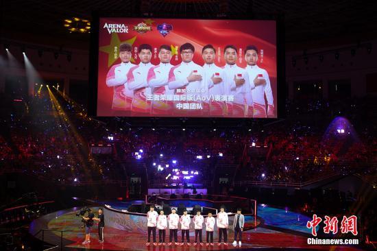 资料图:王者荣耀电竞国家队的选手们集体亮相亚运赛场。 中新网记者 翟璐 摄
