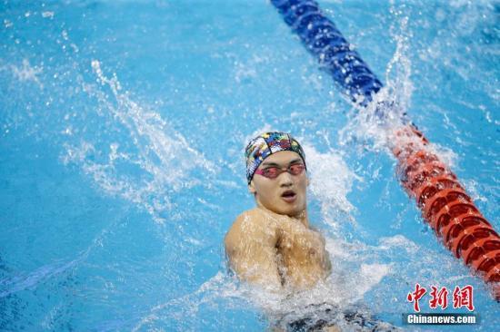 中国国家游泳队队员徐嘉余在训练中。 中新社记者 韩海丹 摄