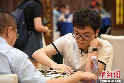 资料图:柯洁(右)在比赛中。 <a target='_blank' href='http://www.chinanews.com/'>中新社</a>记者 俞靖 摄
