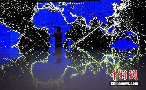 全球船舶实时坐标位置显示图夺人眼球。<a target='_blank' href='http://www.chinanews.com/'>中新社</a>记者 汤彦俊 摄