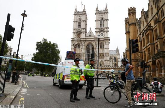 图为警方封锁事发现场。