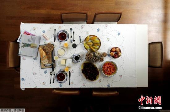 资料图: 吃饭也要讲究仪式感,假如有时间和精力,和家人一起聊着天看着杂志慢慢享受早间时光,何乐不为。巴西人的餐桌,除了面包黄油的标配,当然少不了大量的热带水果。
