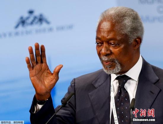"""安南多次努力维持国际社会对非洲这个世界上处境最为不利的区域的承诺,包括在1998年4月向安全理事会提出关于""""非洲境内冲突起因和促进持久和平与可持续发展""""的报告。(资料图)"""
