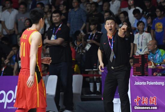 雅加达亚运会上,李楠率队夺冠,这也让他在国家队主帅的竞争中占据了优势。a target='_blank' 中新社/a记者 侯宇 摄