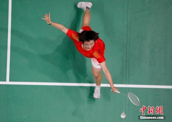 中国队选手何冰娇在比赛中。<a target='_blank' href='http://www.chinanews.com/'>中新社</a>记者 刘关关 摄