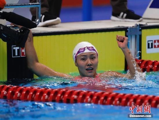 刘湘盼在光州实现突破(资料图:雅加达亚运会50米仰泳决赛,刘湘游出26秒98的成绩夺得冠军。)中新社记者 杜洋 摄