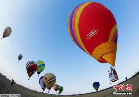 资料图片:奥地利Gross-Siegharts,FAI世界热气球锦标赛在当地举行。