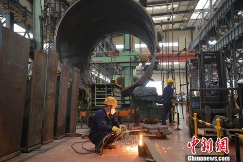8月中旬,中国东方电气集团下属子公司繁忙的生产车间。<a target='_blank' href='http://www.chinanews.com/'>中新社</a>记者 张浪 摄