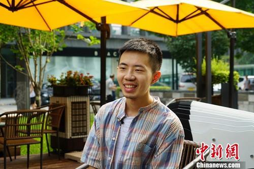 在台湾出道的大陆民谣歌手:用吉他和文