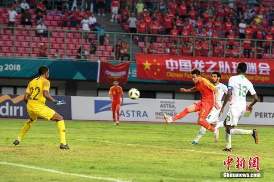 资料图:国足正在比赛中。<a target='_blank' href='http://www.chinanews.com/'>中新社</a>记者 杨华峰 摄