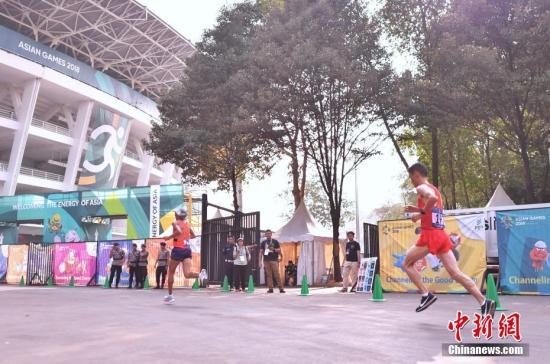 资料图:中国选手董国建比赛中。 中新社记者 李霈韵 摄
