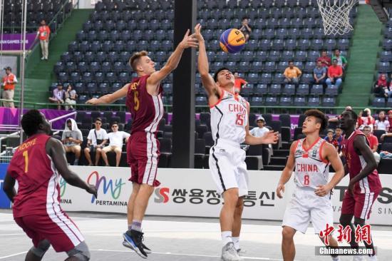 8月26日,亚运会男人三人篮球1/4决赛竣事,中国队以21比18战胜卡塔尔晋级半决赛。/p平心在线记者 杨华峰 摄