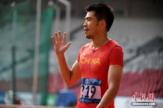 我国选手谢文骏顺畅晋级决赛。 记者 王东明 摄