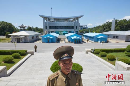 资料图片:朝鲜一侧的板门阁前。《中国新闻周刊》记者 甄宏戈 摄