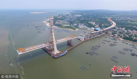 资料图:航拍海南文昌铺前跨海大桥主桥 齐淼 摄 图片来源:视觉中国