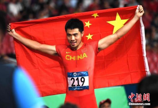 8月28日晚间,雅加达亚运会田径男人110米栏决赛,我国选手谢文骏以13秒34的赛季最好成果夺得冠军。记者 王东明 摄