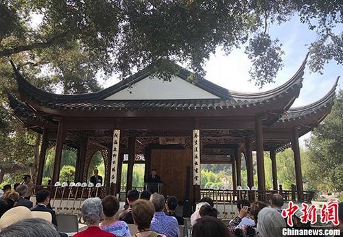 """8月28日,位于美国加利福尼亚州大洛杉矶地区的海外最大中式园林""""流芳园""""正式启动为期18个月的扩建工程。 中新社记者 张朔 摄"""