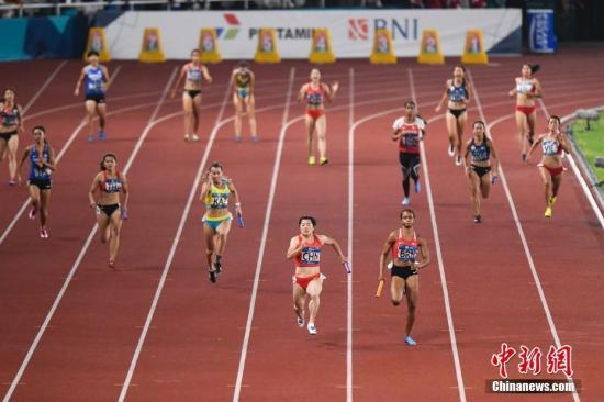 女子短跑,中国队老将新人都有表现。(资料图:图为中国女子接力队在雅加达亚运会田径女子4x100米接力决赛中。<a target='_blank' href='http://www.chinanews.com/'>中新社</a>记者 杨华峰 摄)