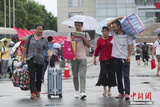 材料图:年夜教重生报到。a target='_blank' href='http://www.chinanews.com/'种孤社/a记者 贾天怯 摄