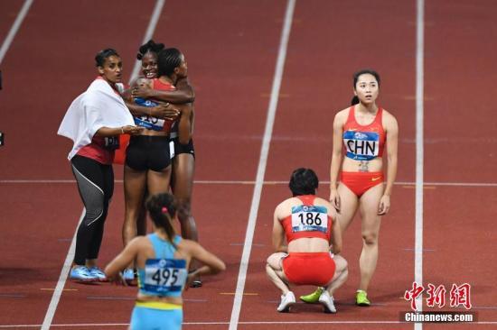 资料图:女队以同一套阵容出战100米和200米两项比赛,暗藏体能危机。<a target='_blank' href='http://www.chinanews.com/'>中新社</a>记者 杨华峰 摄