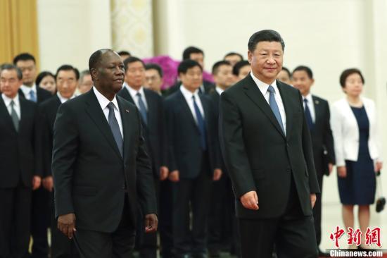 8月30日,中国国家主席习近平在北京人民大会堂同科特迪瓦总统瓦塔拉举行会谈。会谈前,习近平在人民大会堂北大厅为瓦塔拉举行欢迎仪式。中新社记者 盛佳鹏 摄