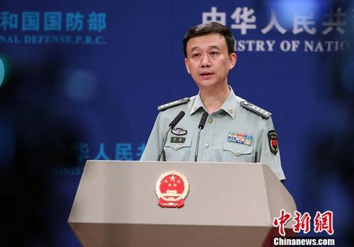 8月30日,中国国防部新闻发言人吴谦在国防部例行记者会上表示,第八届北京香山论坛将于10月24日至26日举行。目前,主办方已邀请79个国家防务部门和军队领导人、国际组织代表、前军政要员以及知名学者参加。记者 宋吉河 摄