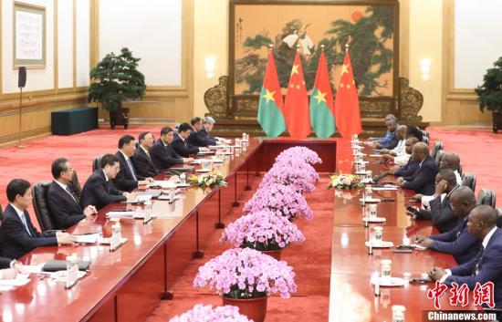 8月31日,中国国家主席习近平在北京人民大会堂同布基纳法索总统卡博雷举行会谈。<a target='_blank' href='http://www.chinanews.com/'>中新社</a>记者 盛佳鹏 摄