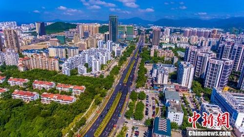 资料图:三亚市区航拍资料图。中新社记者 骆云飞 摄