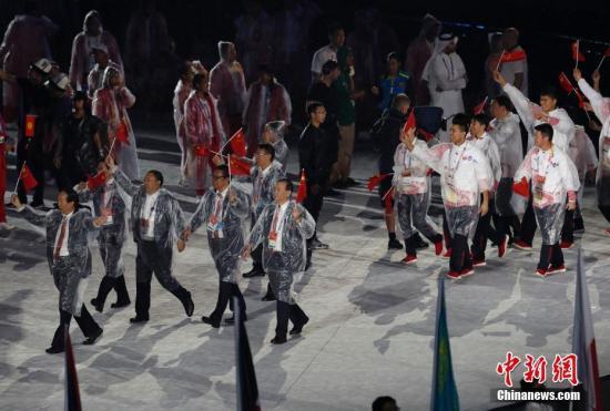 中国队代表团步入闭幕式现场。 <a target='_blank' href='http://www.chinanews.com/'>中新社</a>记者 刘关关 摄