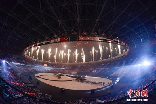 9月2日,第18届亚运会闭幕式在印度尼西亚雅加达举行。图为闭幕式上的焰火表演。 <a target='_blank' href='http://www.chinanews.com/'>中新社</a>记者 杨华峰 摄