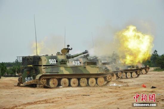 资料图:火炮齐射演练。 <a target='_blank' href='http://www.chinanews.com/'>中新社</a>发 李政 摄 图文无关