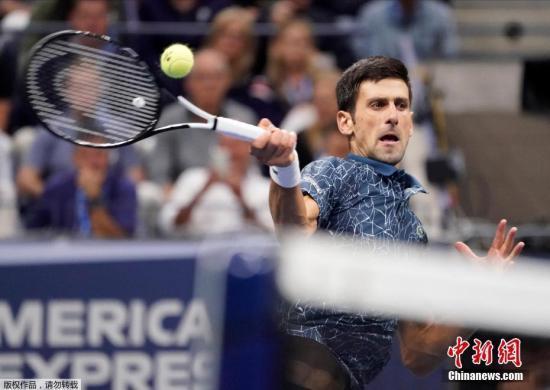 第三盘比赛中。德约科维奇以小分40-30拿到赛点机会,最终他凭借一记网前高压得分完成保发,从而以6-3再胜一盘,总比分3比0击败对手获得本届美网的冠军。