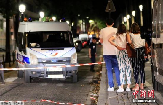 外媒:巴黎发生持刀袭击 致7人受伤包括