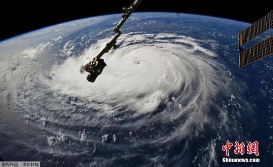 """当地时间2018年9月10日,从国际空间站拍摄的飓风""""佛罗伦萨""""画面。"""