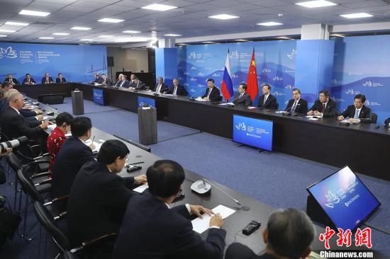 9月11日,国家主席习近平在符拉迪沃斯托克和俄罗斯总统普京共同出席中俄地方领导人对话会。<a target='_blank' href='http://www.chinanews.com/'>中新社</a>记者 盛佳鹏 摄