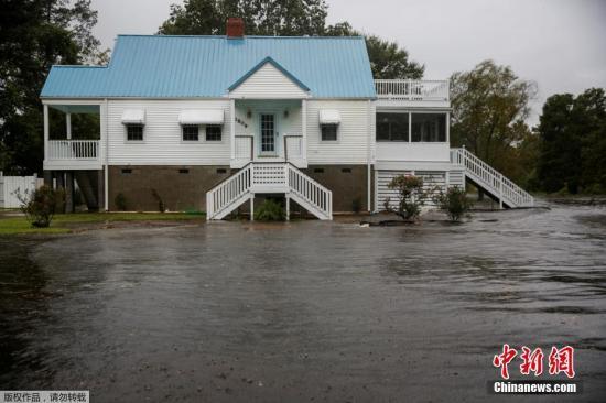 """当地时间9月13日,随着 飓风""""佛罗伦斯""""在北卡罗来纳州新伯尔尼登陆。"""