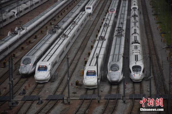 資料圖:列車。中新社發 韋加恒 攝
