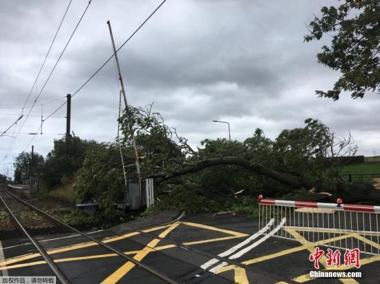 资料图片:风暴袭击过前。