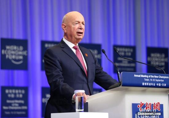 图为世界经济论坛主席施瓦布颁布发表致辞。中新社记者 刘震 摄