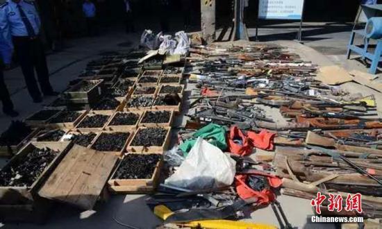 资料图:2019-01-18,甘肃省公安厅在全省范围内开展集中销毁非法枪爆物品活动。甘肃省公安厅供图