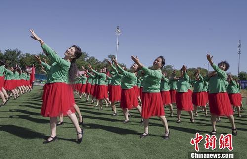 广场舞爱好者正在表演。<a target='_blank' href='http://www.chinanews.com/'>中新社</a>记者 贾天勇 摄