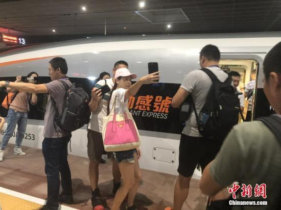 广深港高铁香港段开通运营。 中新社发 张茜茜 摄